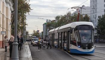 Трамвай, проспект Октября